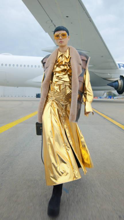 Semanas de moda pandêmicas apostam no aconchego com uma pitada de glamour