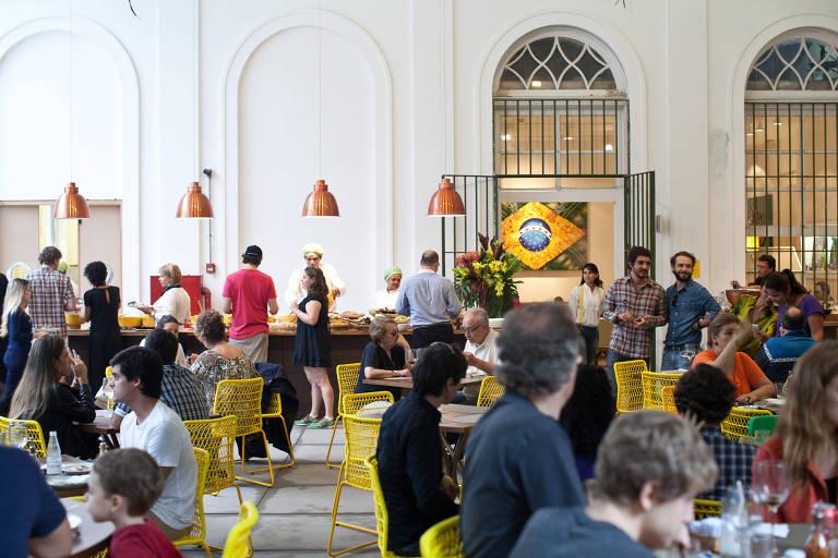 Salão do restaurante Santinho dentro do Museu da Casa Brasileira