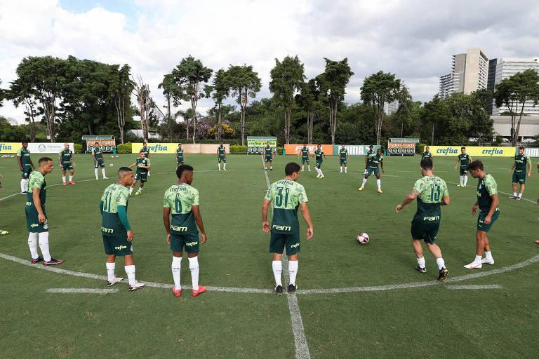 Jogadores do Palmeiras durante treino da equipe