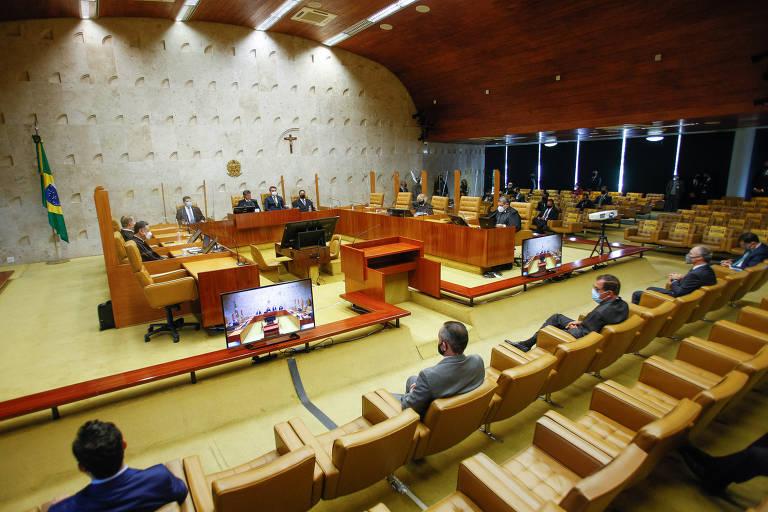 O presidente do Supremo Tribunal Federal (STF), ministro Luiz Fux, ao lado do presidente Jair Bolsonaro e do então presidente do Senado, Davi Alcolumbre, durante a sessão solene de abertura do ano judiciário de 2021.