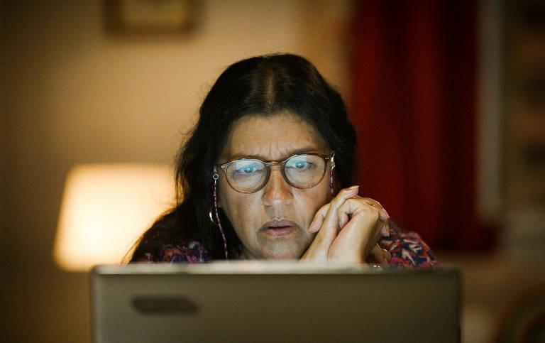 """Regina Casé conversa por videoconferência na novela """"Amor de Mãe"""""""