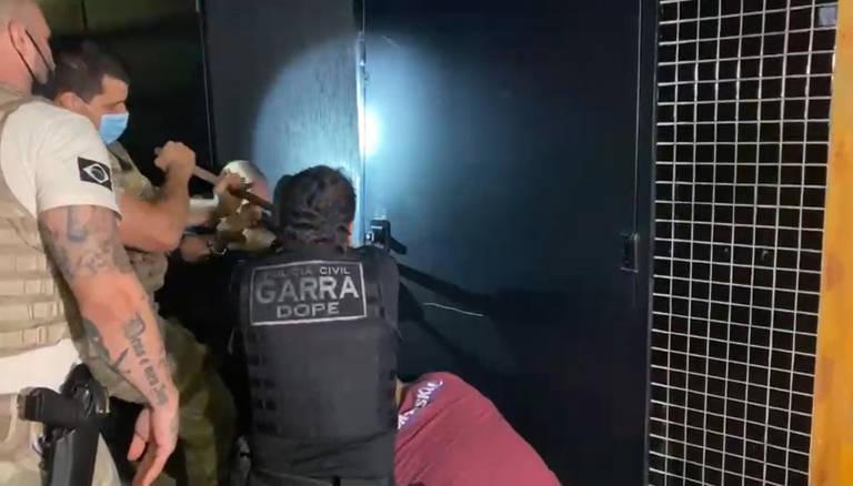 Polícia acaba com festa clandestina em que cerca de 170 se aglomeravam na zona leste de SP