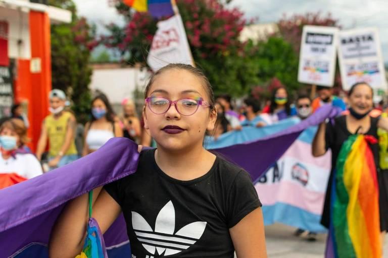 Tiziana Contrera, 13, uma das primeiras meninas transexuais a conseguir documentos oficiais com seu nome social na Argentina