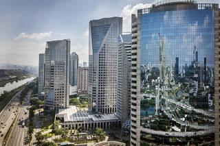 Prédios de escritórios no eixo entre avenida Berrini e marginal Pinheiros, em São Paulo