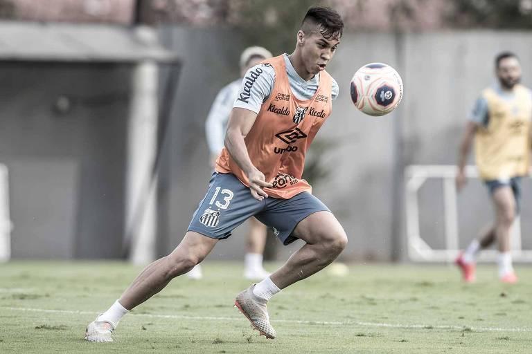 Kaio Jorge durante treino do Santos no CT Rei Pelé