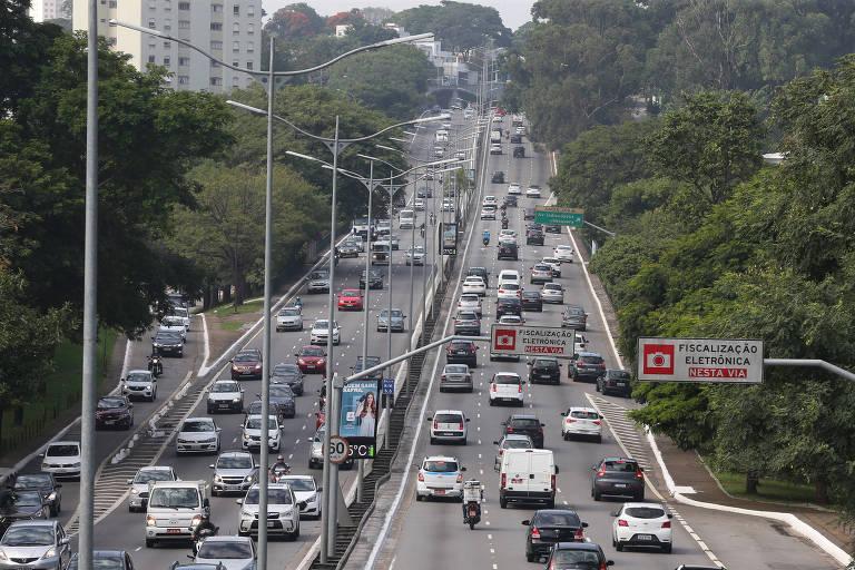 Prefeitura prorroga rodízio noturno de veículos em São Paulo