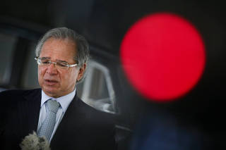 O ministro da Economia, Paulo Guedes, concede entrevista
