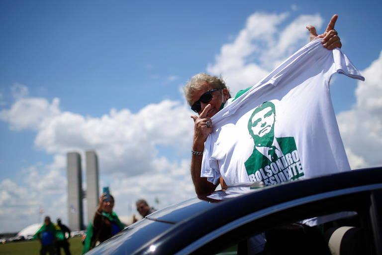 Manifestante a favor de Bolsonaro em Brasília neste domingo (14)