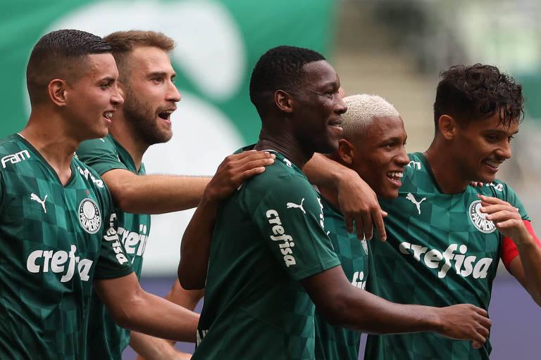 Palmeiras comemoram o primeiro gol na partida contra a Ferroviária