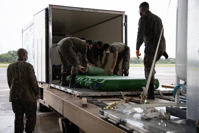 Usinas de oxigênio, que funcionam como 'geradores de luz', chegam a Manaus e são transportadas pela Força Aérea Brasileira