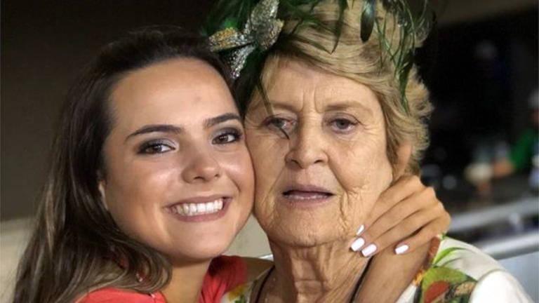 Neta leva vídeos de avó vítima da covid-19 a milhões no TikTok