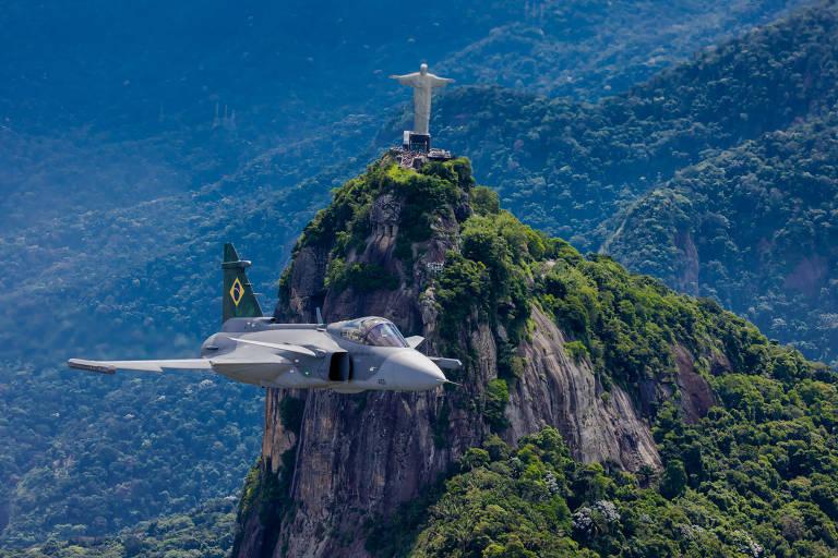 O caça Gripen em testes no Brasil