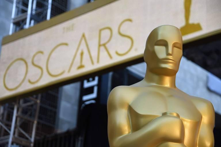 Decoração que imita a estatueta do Oscar em cerimônia de 2016