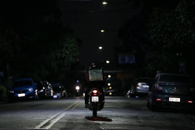 Restrições da quarentena em SP devem colocar mais 20 mil motoboys nas ruas, diz associação