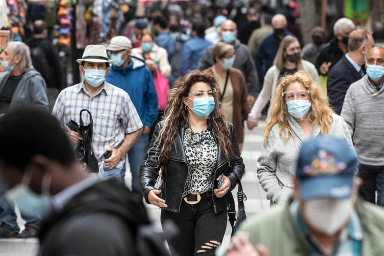 Movimento em rua de Santiago, no Chile; 9 comunas da Região Metropolitana da capital terão medidas mais duras para conter Covid-19