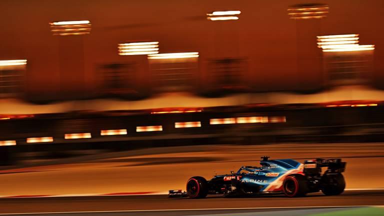 Fernando Alonso durante pré-temporada da F1 no Bahrein