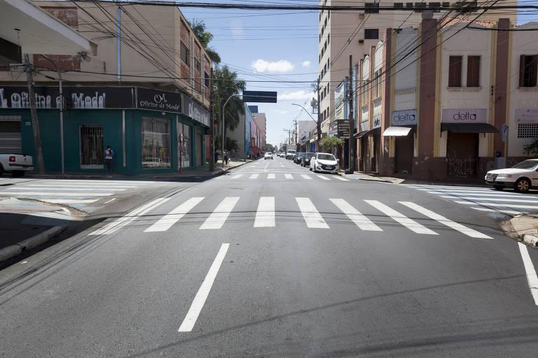 Centro de Araraquara (SP) com ruas vazias durante lockdown
