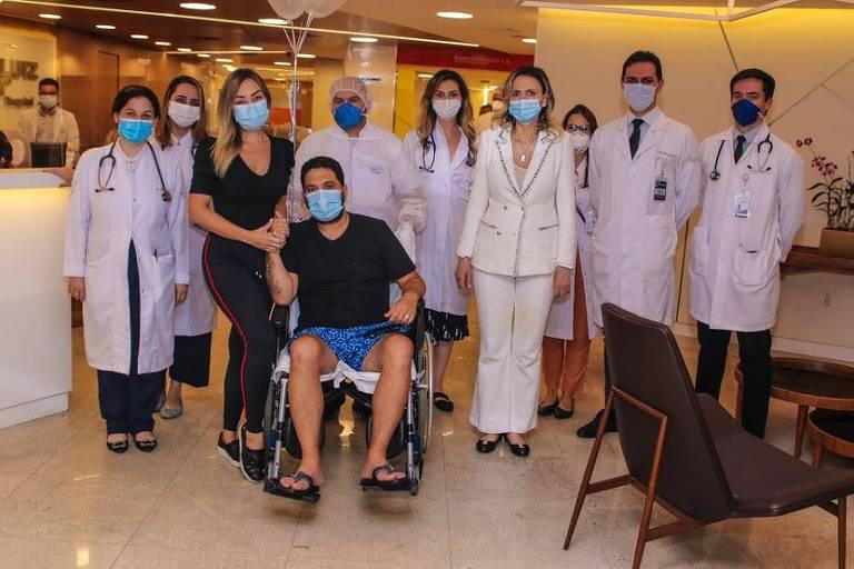Cantor sertanejo Edson recebe alta hospitalar