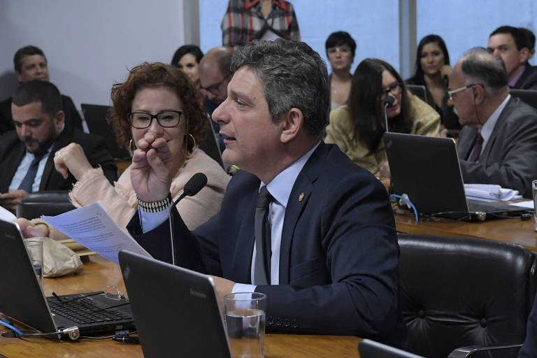 Senador apresenta projeto que propõe pensão para jovens que percam pai ou mãe para a Covid-19