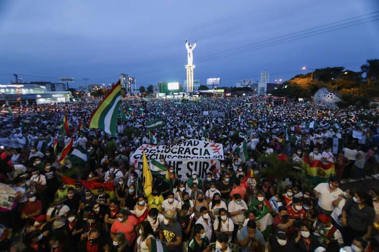 Milhares vão às ruas na Bolívia em protesto contra prisão de Jeanine Añez