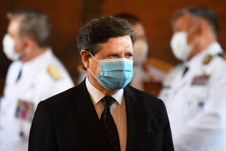 Chanceler paraguaio vem ao Brasil para pedir vacinas e apoio a Abdo Benítez