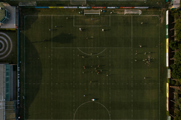 Sem lugar para jogar, futebol paulista busca solução
