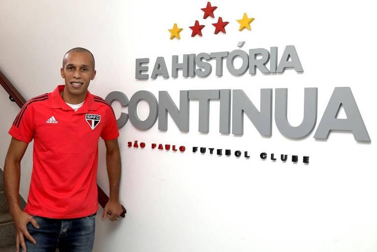 São Paulo confirma volta do zagueiro Miranda após uma década