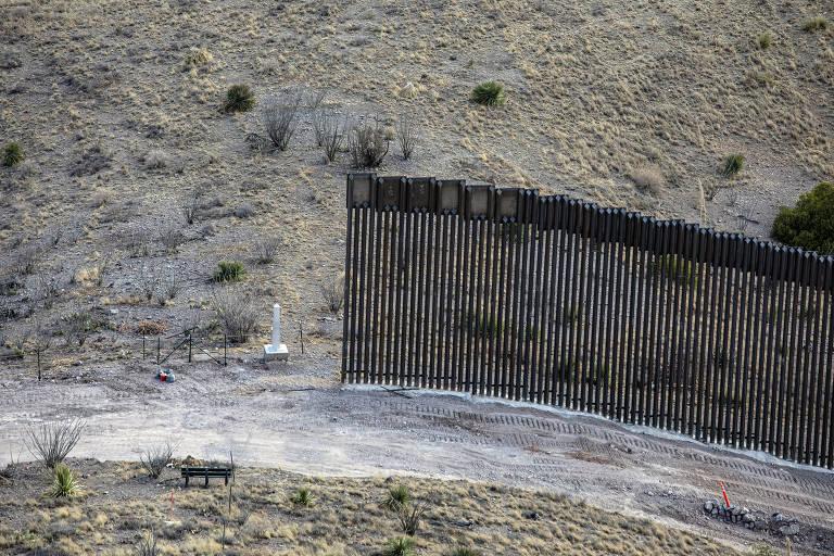 Trecho de muro incompleto, no sul do Arizona, perto da divisa com o México