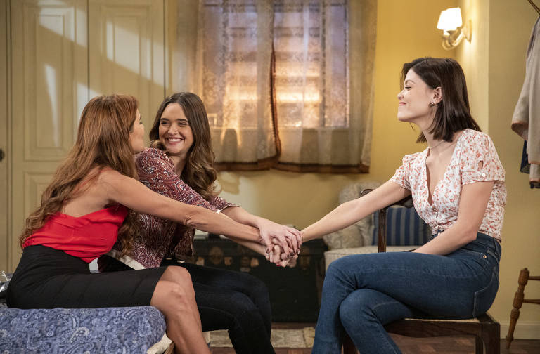 Alexia/Josimara ( Deborah Secco ), Luna/Fiona ( Juliana Paiva e Kyra/Cleyde ( Vitória Strada )
