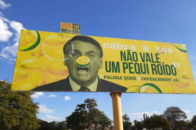 Outdoor contra Jair Bolsonaro instalado em Palmas