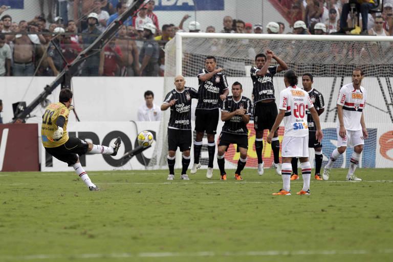 Rogério Ceni chegou ao jogo contra o Corinthians, em 27 de março de 2011, com 99 gols na carreira