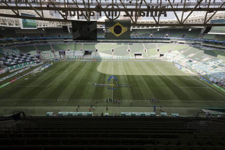 Jogadores perfilados antes da partida entre Palmeiras e Ferroviária pelo Campeonato Paulista
