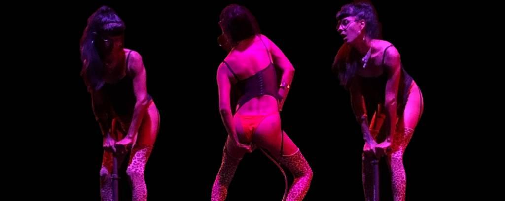 Registro da performance A' fronteira do corpo é o próprio corpo e/ou próteses', de Bruna Kury