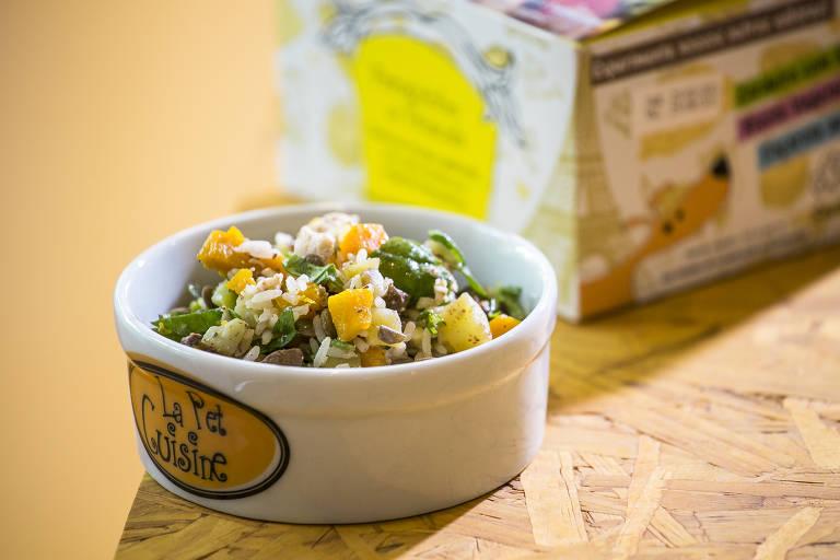 Refeição natural preparada pela empresa La Pet Cuisine, pioneira na alimentação natural para pets no país
