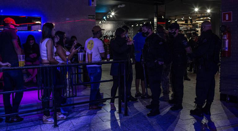 Polícia interrompe balada com 100 pessoas na Grande São Paulo