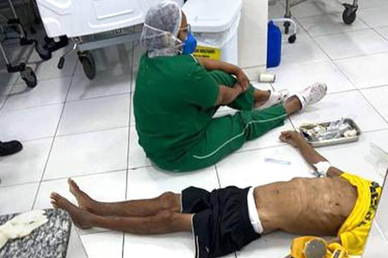 Paciente grave que é atendido no chão por falta de maca numa UPA de Teresina (PI); com problemas cardio-respiratórios, ele morreu