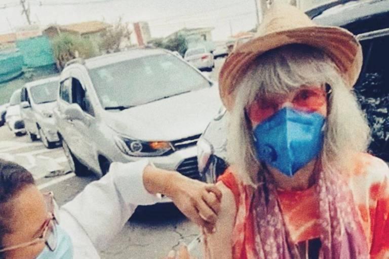 Renata Sorrah, Rita Lee e Leandro Hassum recebem vacina