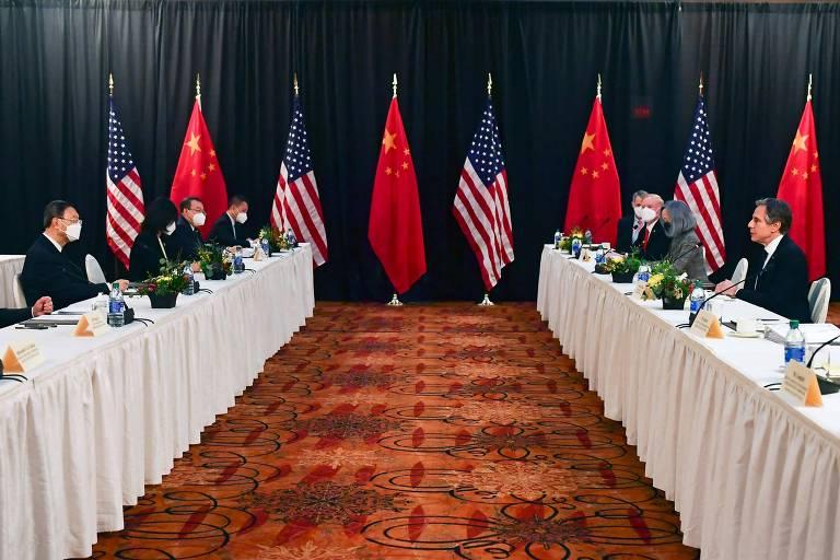 Blinken fala com a delegação chinesa no primeiro dia de conversas em Anchorage, Alasca