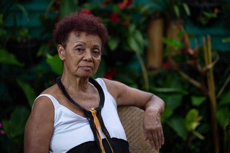 Yeda Amaral, 68, designer de moda, assistente social e microempreendedora, foi beneficiada pelo fundo Éditodos; por causa da pandemia, transformou a sala de sua casa em oficina e mostruário
