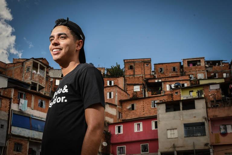 Murilo Duarte, dono dos canais Favelado Investidor, em seu antigo bairro João 23, na zona Oeste de São Paulo; influenciador registrou seis vezes mais seguidores em 2020