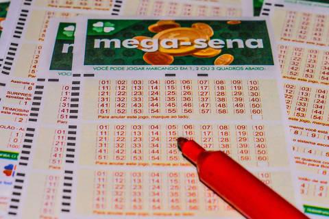 PORTO ALEGRE, RS - 26.02.2021: MEGASENA ACUMULADA - Mega-Sena, concurso 2347: ninguém acerta as seis dezenas e prêmio acumula com estímativa de R$ 50 milhões. (Foto: Omar de Oliveira /Fotoarena/Folhapress) ORG XMIT: 2036400 ***PARCEIRO FOLHAPRESS - FOTO COM CUSTO EXTRA E CRÉDITOS OBRIGATÓRIOS***