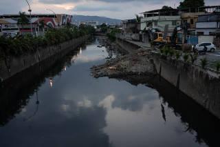 Poluição no Rio Pavuna, no Rio de Janeiro