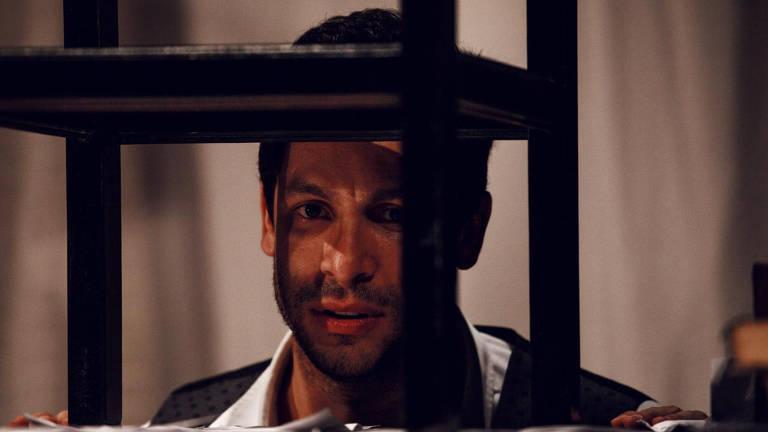 Rainer Cadete em 'Diário de Um Louco', com direção de Elias Andreato