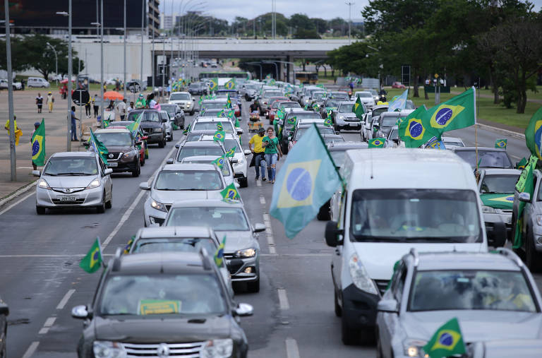 Carreata em Brasília e protesto em Mianmar são fotos de hoje; veja mais