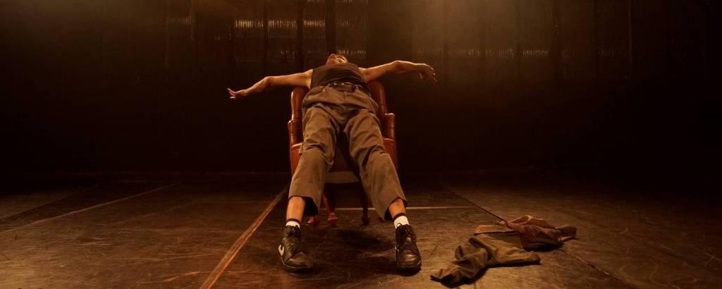 Marcos Abranches em 'O Idiota', com direção de Sandro Borelli