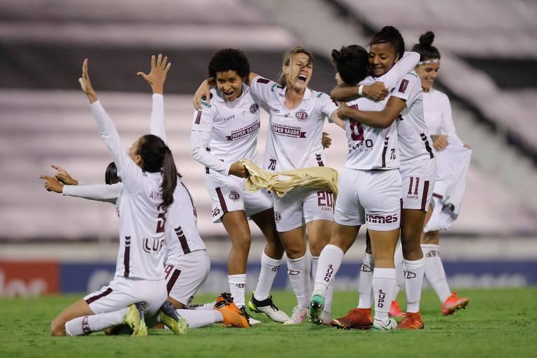 Jogadoras da Ferroviária comemoram o título da Libertadoras Feminina