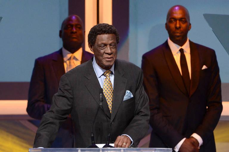 Elgin Baylor, membro do Hall da Fama da NBA e ídolo dos Lakers, morre aos 86