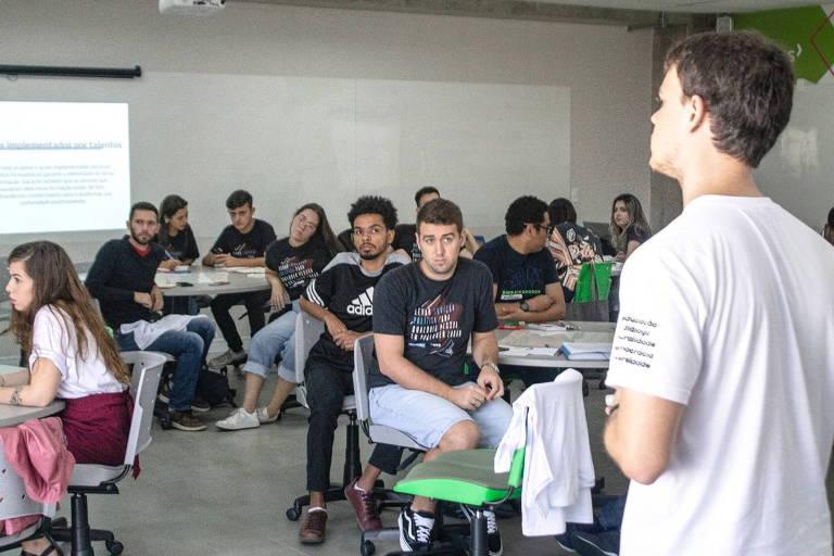 Jovens participam do Encontro Nacional das Embaixadas do Politize, em março de 2020, em São Paulo