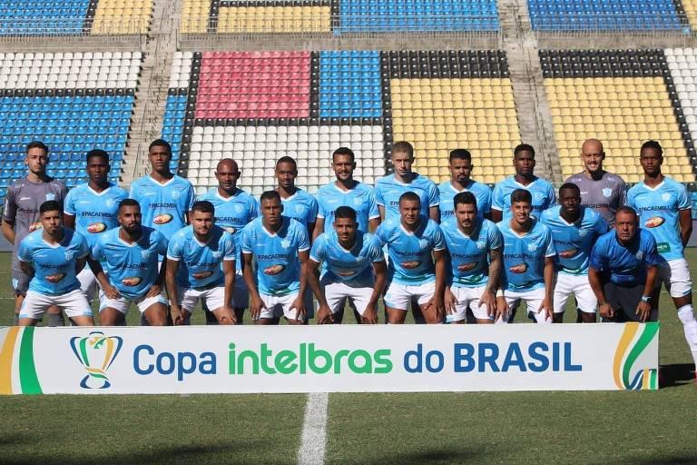 Time do Marília perfilado antes da partida contra o Criciúma pela Copa do Brasil de 2021