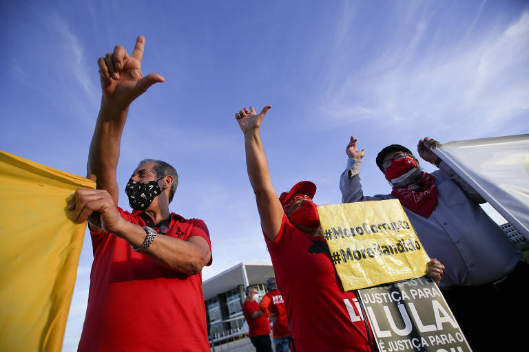 Petistas comemoram suspeição de Moro